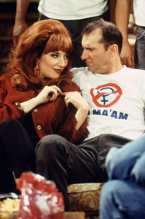 Treibt Ehemann Al Bundy (Ed O'Neill, r.) manchmal zum Wahnsinn: Peggy (Katey Sagal, l.) ... - Bildquelle: 1995, 1996 ELP Communications. All Rights Reserved.