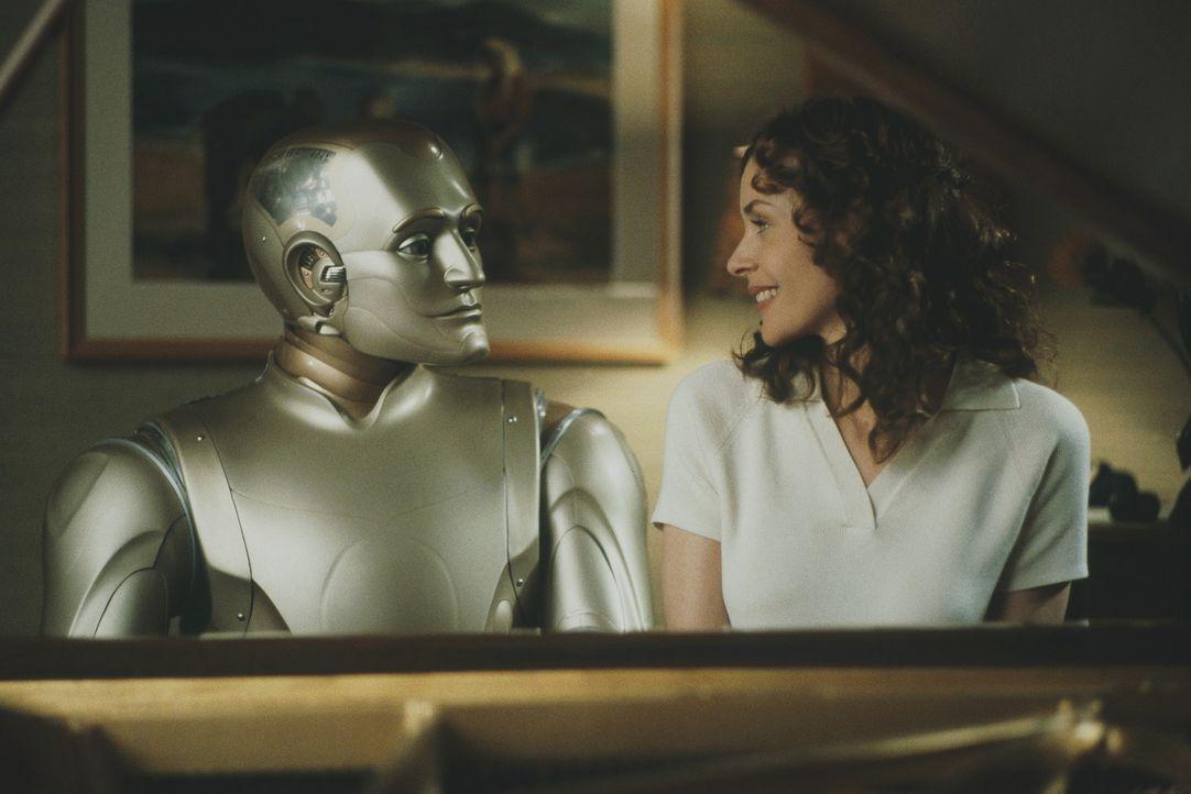 Die tiefen Gefühle, die der Roboter Andrew (Robin Williams, l.) für die schöne Portia (Embeth Davidtz, r.) empfindet, bleiben ihr nicht verborgen... - Bildquelle: Columbia TriStar Film GmbH