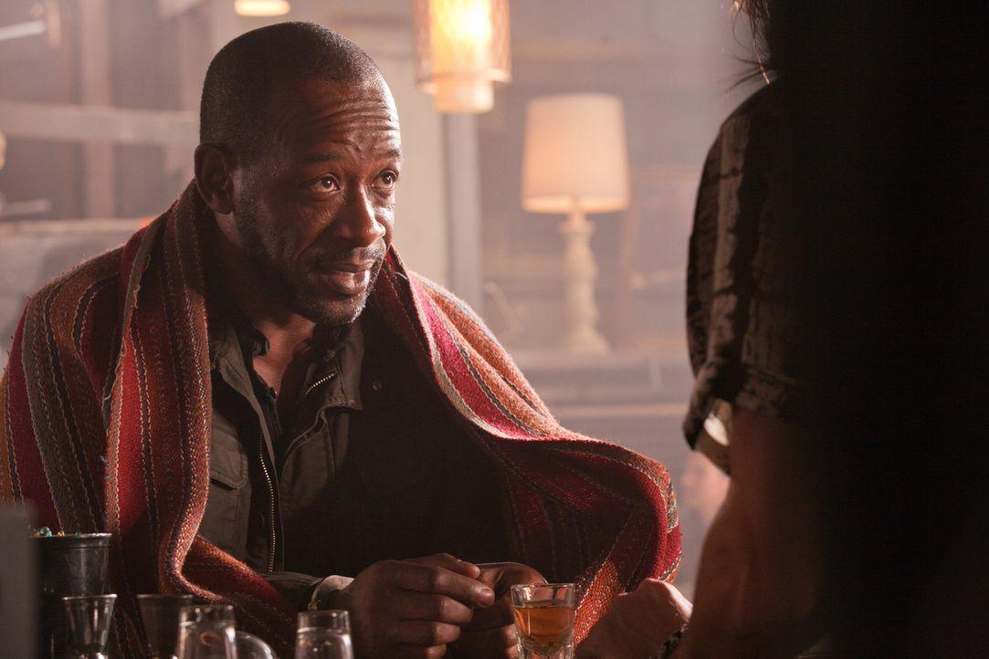 Versucht an wichtige Informationen zu gelangen: Babtiste (Lennie James) ... - Bildquelle: 2011  Warner Bros.