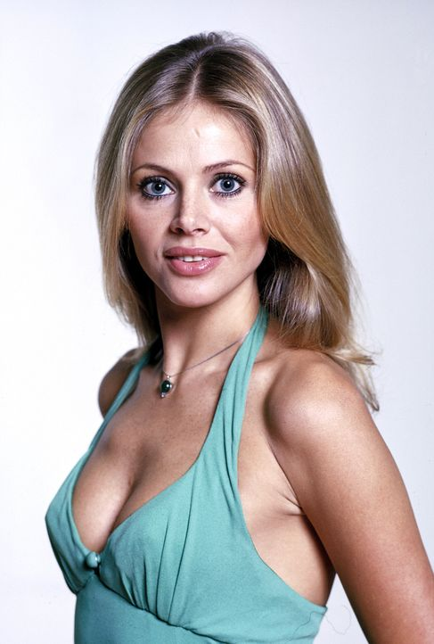 Britt-Ekland-James-Bond-Man-with-the-Golden-Gun-1974-WENN-com - Bildquelle: WENN.com