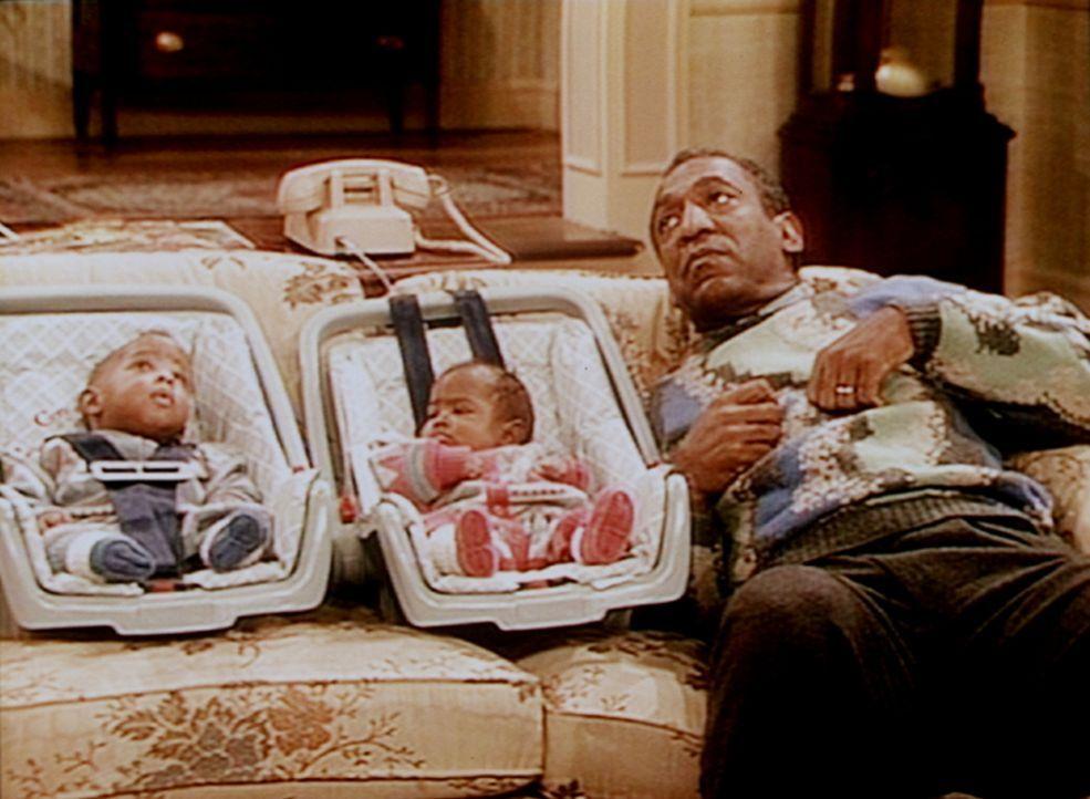 Winnie (Darrin Bryant) und Nelson (Donovan Bryant) interessieren sich mehr für das, was an der Decke vor sich geht, als für ihren Opa Cliff (Bill... - Bildquelle: Viacom