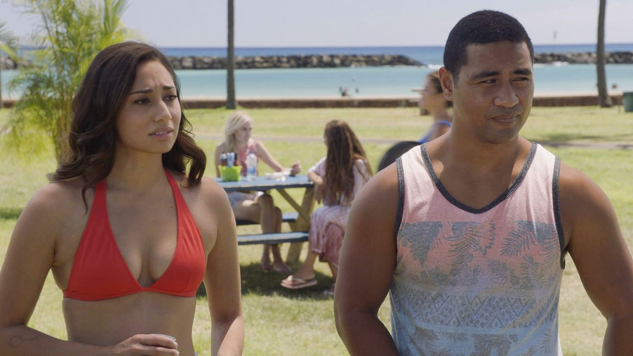 Tani Rey (Meaghan Rath, l.); Junior Reigns (Beulah Koale, r.) - Bildquelle: 2019 CBS Broadcasting, Inc. All Rights Reserved.