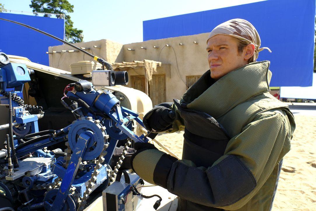 Um das UN-Gebäude vor einem Anschlag zu schützen, muss MacGyver (Lucas Till) einen alten Gegenspieler aufspüren und diverse Bomben entschärfen ... - Bildquelle: 2016 CBS Broadcasting, Inc. All Rights Reserved