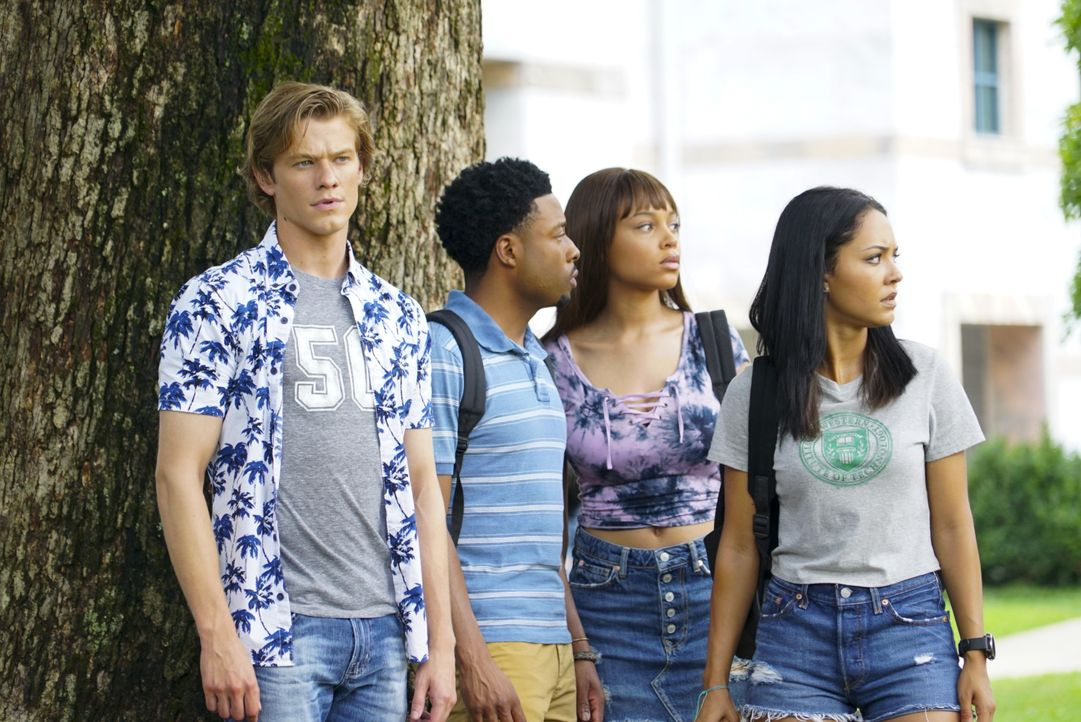 (v.l.n.r.) MacGyver (Lucas Till); Wilt Bozer (Justin Hires); Leanna Martin (Reign Edwards); Riley Davis (Tristin Mays) - Bildquelle: Annette Brown 2018 CBS Broadcasting, Inc. All Rights Reserved. / Annette Brown