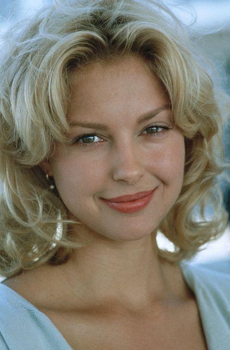 Die attraktive Ehefrau des jungen Verteidigers Brigance, Carla Brigance (Ashley Judd), muss um ihr Leben fürchten. Der Ku-Klux-Klan hat sie als Opfe... - Bildquelle: Warner Bros.