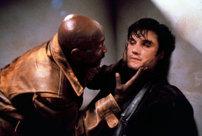 """Immer wieder muss Jake (Louis Gossett jr., l.) dem verbitterten """"Punisher"""" (Dolph Lundgren, r.) beistehen ... - Bildquelle: 1989 New World Pictures (Australia), Ltd."""