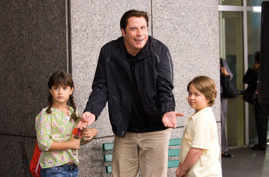 Das Leben der Freunde und Geschäftspartner Dan und Charlie (John Travolta, M.) wird kurzerhand auf den Kopf gestellt, als besondere Umstände die bei... - Bildquelle: Walt Disney Pictures.  All rights reserved