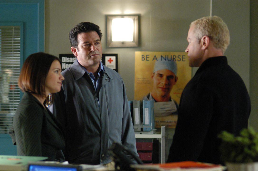 Versuchen eine Lösung zu finden: Eva (Anna Belknap, l.), Connor (Neal McDonough, r.) und Landsbury (Erich Anderson, M.) ... - Bildquelle: CBS Television