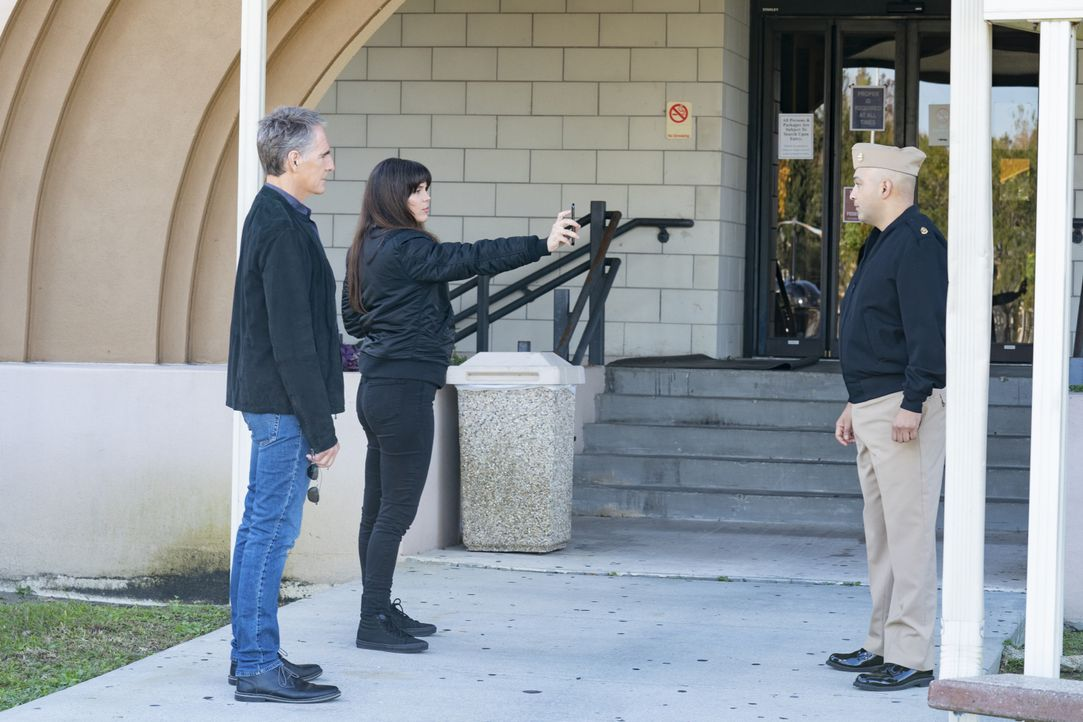 Dwayne Pride (Scott Bakula, l.); Tammy Gregorino (Vanessa Ferlito, M.) - Bildquelle: Sam Lothridge CBS 2020 CBS Broadcasting, Inc. All Rights Reserved. / Sam Lothridge