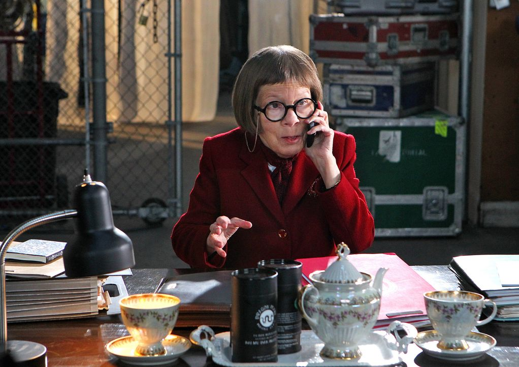 "Leitung der Naval Criminal Investigative Service Einheit: Henrietta ""Hetty"" Lange (Linda Hunt) ... - Bildquelle: CBS Studios Inc. All Rights Reserved."