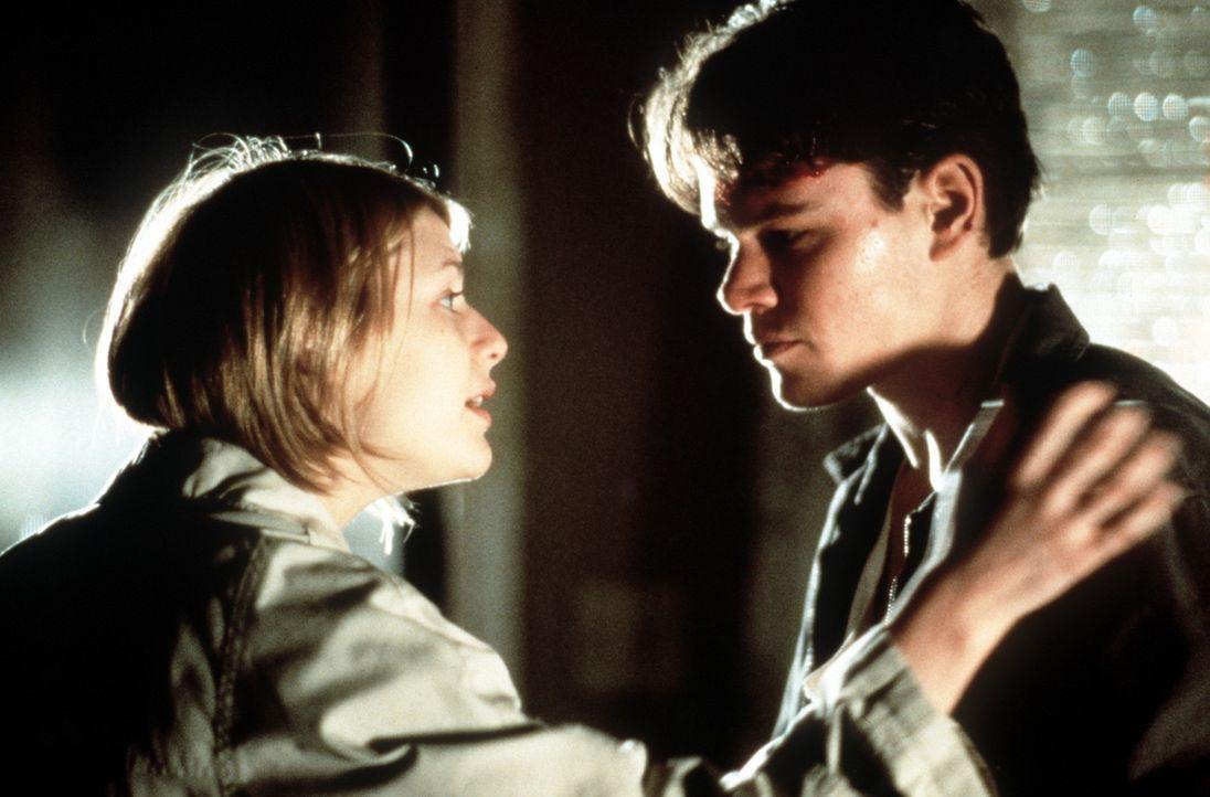Als er die von ihrem Mann misshandelte Kelly Riker (Claire Danes, l.) kennen lernt, verliebt sich der junge Anwalt Rudy Baylor (Matt Damon, r.) in s... - Bildquelle: Paramount Pictures