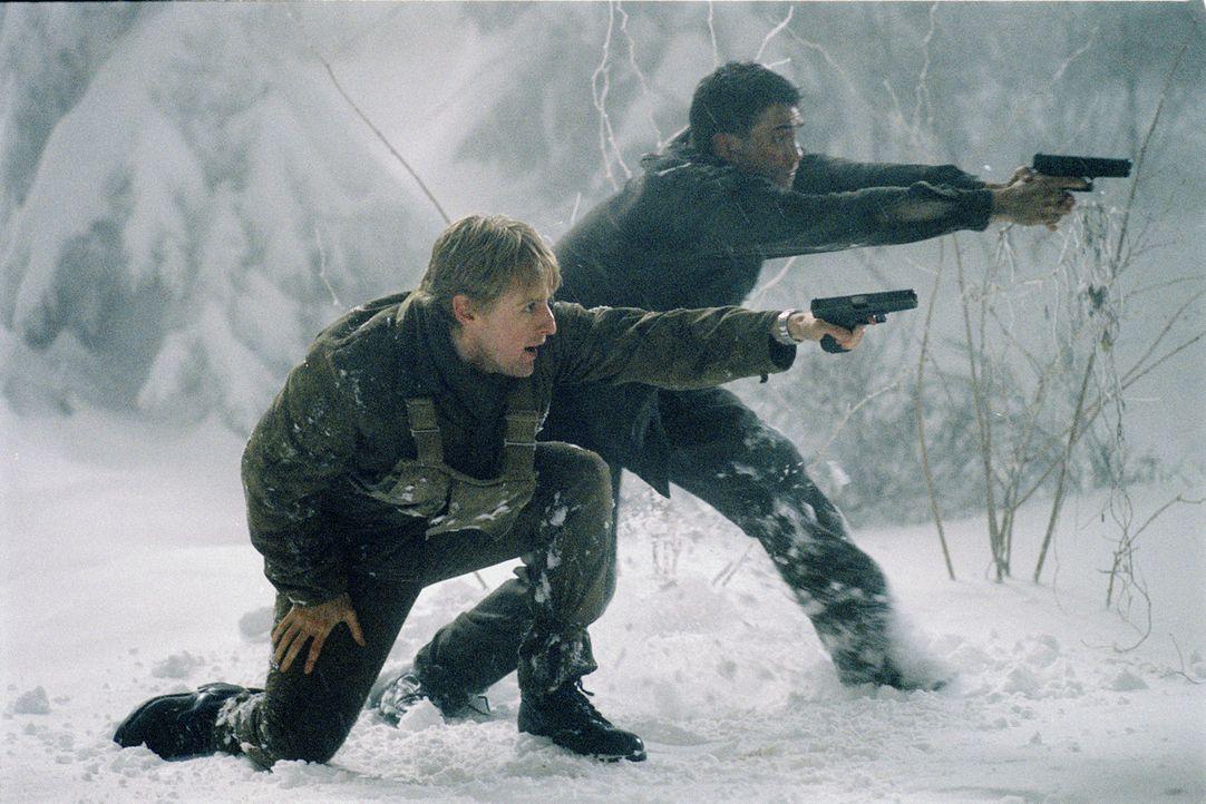 Mitten in Budapest entbrennt ein Kampf auf Leben und Tod: CIA-Agent Alexander Scott (Owen Wilson, l.) ... - Bildquelle: 2003 Sony Pictures Television International