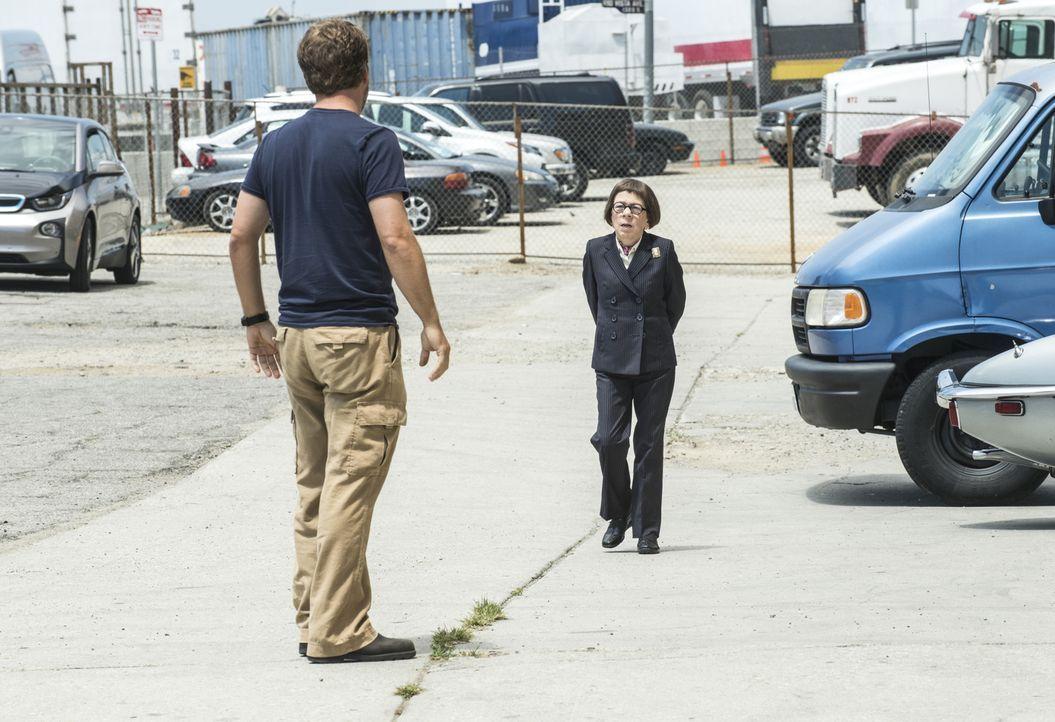 Als Callen (Chris O'Donnell, l.) sich auf eine geheime Mission begibt ohne Sam und das Team einzuweihen, um mehr über seine Vergangenheit zu erfahre... - Bildquelle: Neil Jacobs 2015 CBS Broadcasting, Inc. All Rights Reserved.
