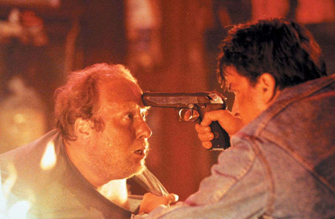 Auch wenn er ein Anfänger ist - mit David Ackerman (Charlie Sheen, r.) ist nicht zu Spaßen ... - Bildquelle: Warner Bros.