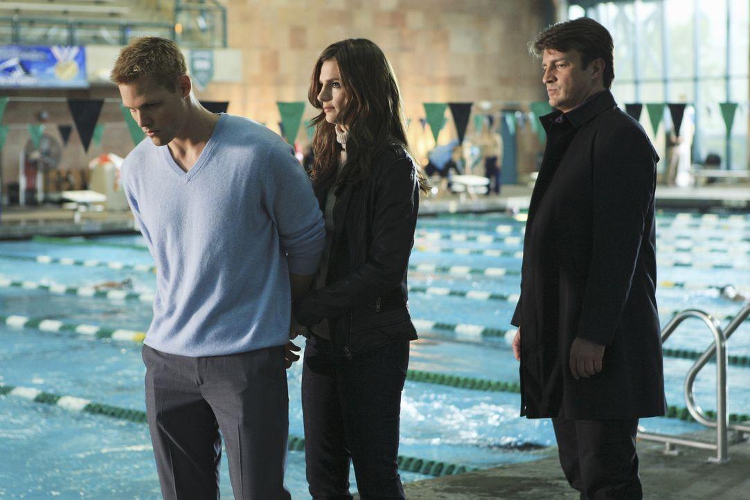 Offensichtlich hat Rob Tredwyck (Justin Bruening, l.) etwas zu verbergen. Castle (Nathan Fillion, r.) und Beckett (Stana Katic, M.) wollen ihm auf d... - Bildquelle: ABC Studios