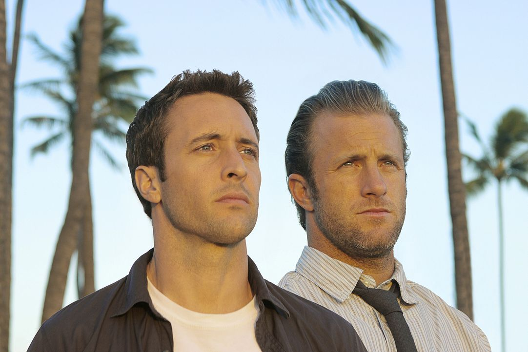 Kämpfen gegen das organisierte Verbrechen auf den sonnenverwöhnten Stränden von Hawaii: Steve McGarrett (Alex O'Loughlin, l.) und Danny Williams (Sc... - Bildquelle: TM &   2010 CBS Studios Inc. All Rights Reserved.