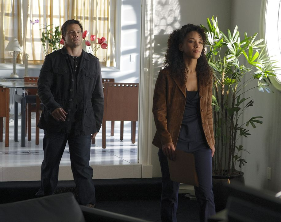 Colby Granger (Dylan Bruno, l.) und Nikki Betancourt (Sophina Brown, r.) stehen vor einem Rätsel, denn Damian Lake, der vor den Augen des FBIs eine... - Bildquelle: Paramount Network Television