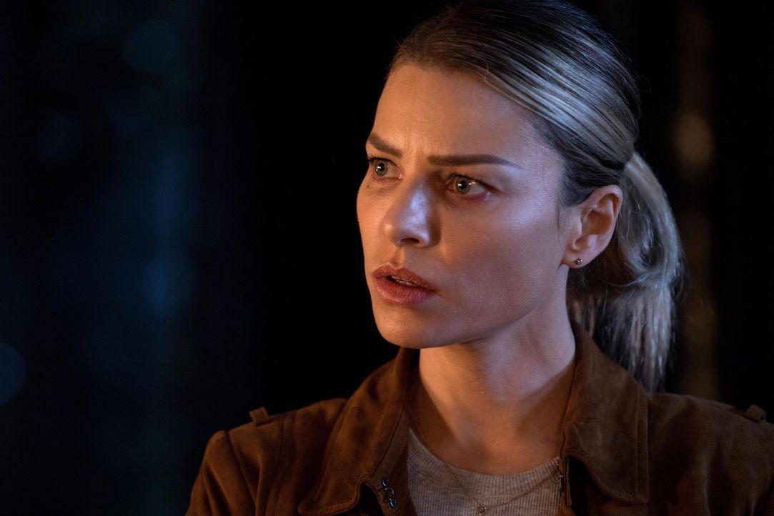Während Chloe (Lauren German) sich Gedanken über die Beziehung zwischen Lucifer und Ella macht, muss Lucifer das Chaos beseitigen, das seine Mutter... - Bildquelle: 2016 Warner Brothers