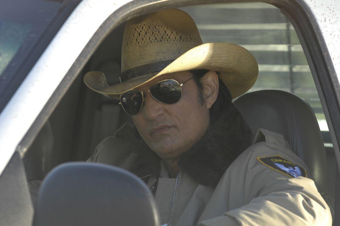 Als Sheriff hat Acoma (James Chalke) schon lange nicht mehr die Oberhand in der kleinen Stadt, denn der Gangsterboss Reno kontrolliert und unterdrüc... - Bildquelle: 2008 CPT Holdings, Inc. All Rights Reserved. (Sony Pictures Television International)