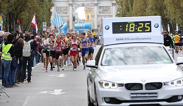 Läufer auf der Leopoldstrasse in München - Bildquelle: runabout MÜNCHEN MARATHON