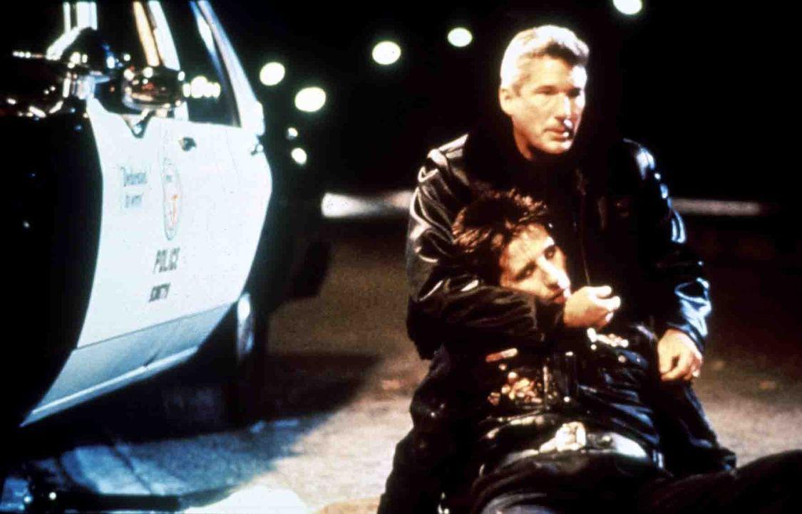 Ohne irgendwelche Skrupel nimmt sich Detective Dennis Peck (Richard Gere, hinten) in mörderischer Absicht seines jungen Kollegen Van Stretch (Willi... - Bildquelle: Paramount Pictures