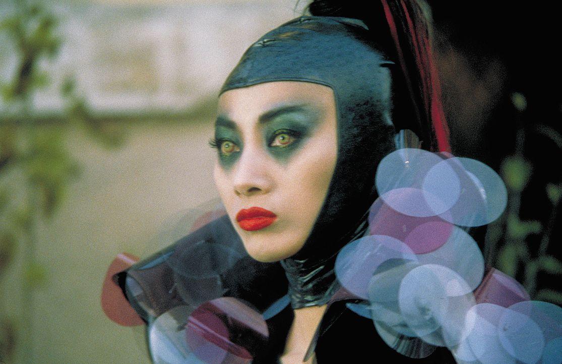 Die geheimnisvolle Vampir-Lady Lucy Westenra (Bai Ling) hat einen äußerst extravaganten Geschmack ... - Bildquelle: 2004 Sony Pictures Television International. All Rights Reserved.