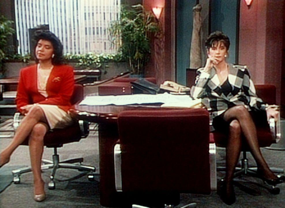 Die Freundinnen und derzeitigen Kontrahentinnen Clair (Phylicia Rashad, l.) und Bernadette (Mercedes Ruehl, r.) sind nicht auf dem besten Wege, eine... - Bildquelle: Viacom