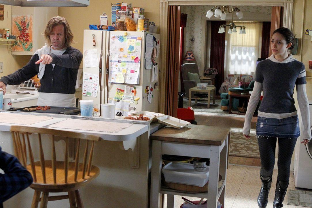 Fiona (Emmy Rossum, r.) muss Frank (William H. Macy, l.) so schnell wie möglich aufhalten ... - Bildquelle: 2010 Warner Brothers