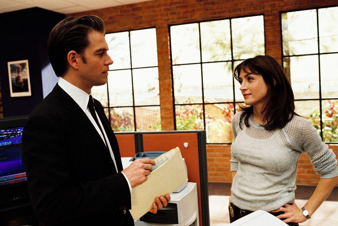Untersuchen einen schwierigen Fall: Kate (Sasha Alexander, r.) und Tony (Michael Weatherly, l.) ... - Bildquelle: CBS Television
