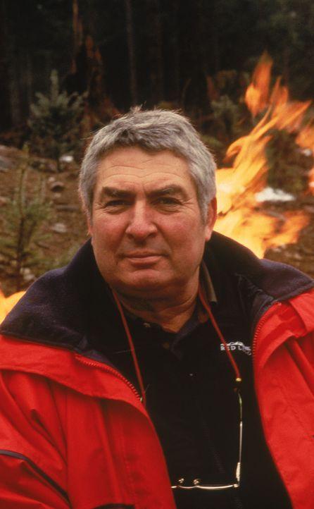 Während des Waldbrands gelingt dem skrupellosen Verbrecher Randy Earl Shaye (William Forsythe) die Flucht.