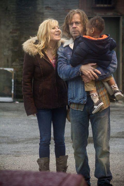 Schaffen sie es, trotz Alkoholismus und hintergangenem Vertrauen, wieder zu einer glücklichen Familie zu werden? Frank (William H. Macy, M.), Liam (... - Bildquelle: 2010 Warner Brothers