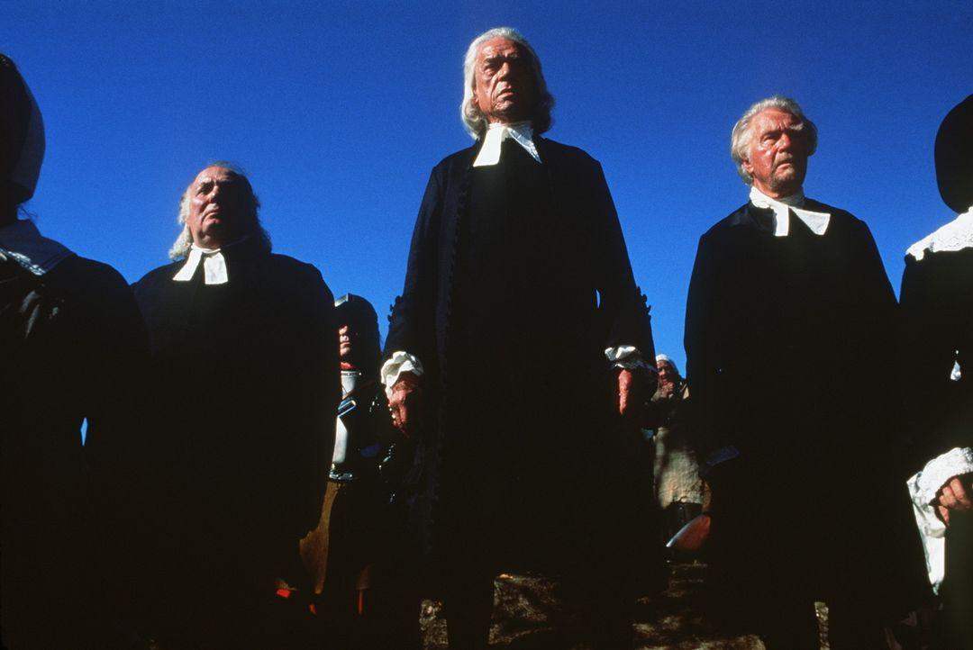 In dem kleinen Ort Salem an der amerikanischen Ostküste sollen Richter Danforth (Paul Scofield, M.) und seine Kollegen eine Hexenverschwörung aufd... - Bildquelle: 20th Century Fox Film Corporation