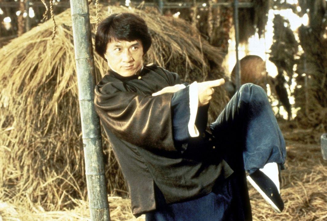 Wong Fei-Hong (Jackie Chan) bevorzugt mit seinem 'Drunken Fist'-Kampfstil eine sehr unorthodoxe Kampfweise ... - Bildquelle: Miramax Films