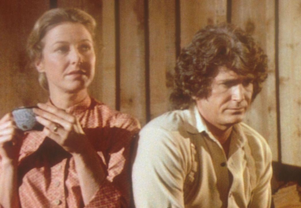 Charles (Michael Landon, r.) und Caroline (Karen Grassle, l.) machen sich große Sorgen um die Zukunft der Blindenschule, in der ihre Tochter Mary a... - Bildquelle: Worldvision