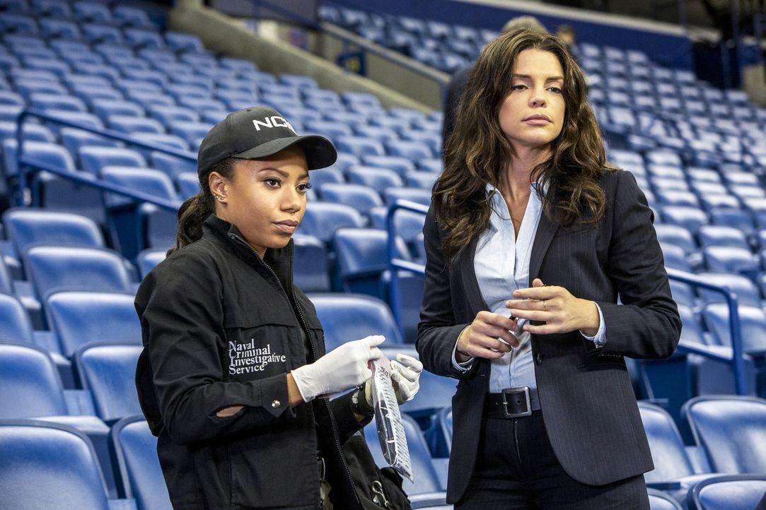 Heimliche Rivalinnen? NCIS Agentin Percy (Shalita Grant, l.) und FBI Agentin Gregorio (Vanessa Ferlito, r.) ermitteln im Mordfall eines Unteroffizie... - Bildquelle: Skip Bolen 2016 CBS Broadcasting, Inc. All Rights Reserved