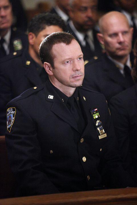 Eine Polizistin wird bei einem Einsatz niedergeschossen und stirbt kurz darauf. Danny Reagan (Donnie Wahlberg) und die gesamte Belegschaft trauern u... - Bildquelle: 2010 CBS Broadcasting Inc. All Rights Reserved