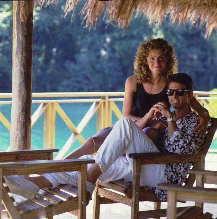 Bald muss sich Brian (Tom Cruise, r.) zwischen ärmeren Jordan (Elisabeth Shue, l.) und der reichen Bonnie entscheiden ... - Bildquelle: Touchstone Pictures
