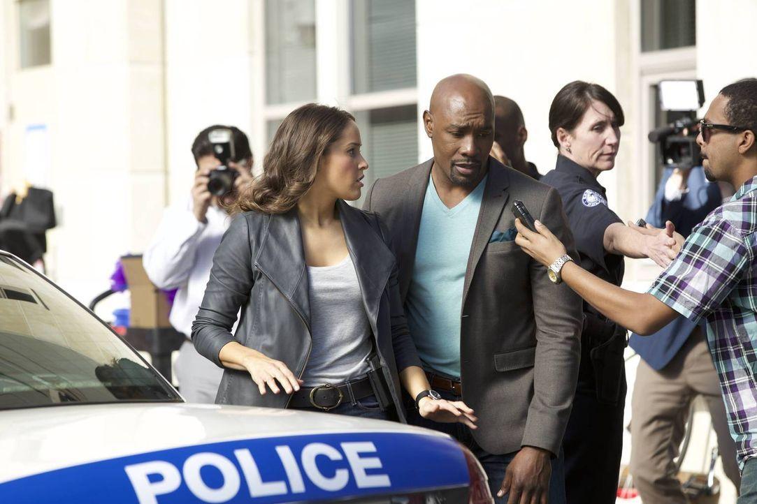 Rosewood (Morris Chestnut, 2.v.l.) und Villa (Jaina Lee Ortiz, l.) müssen den Mord an einem Telenovela-Star untersuchen - und landen mitten in einer... - Bildquelle: 2015-2016 Fox and its related entities.  All rights reserved.