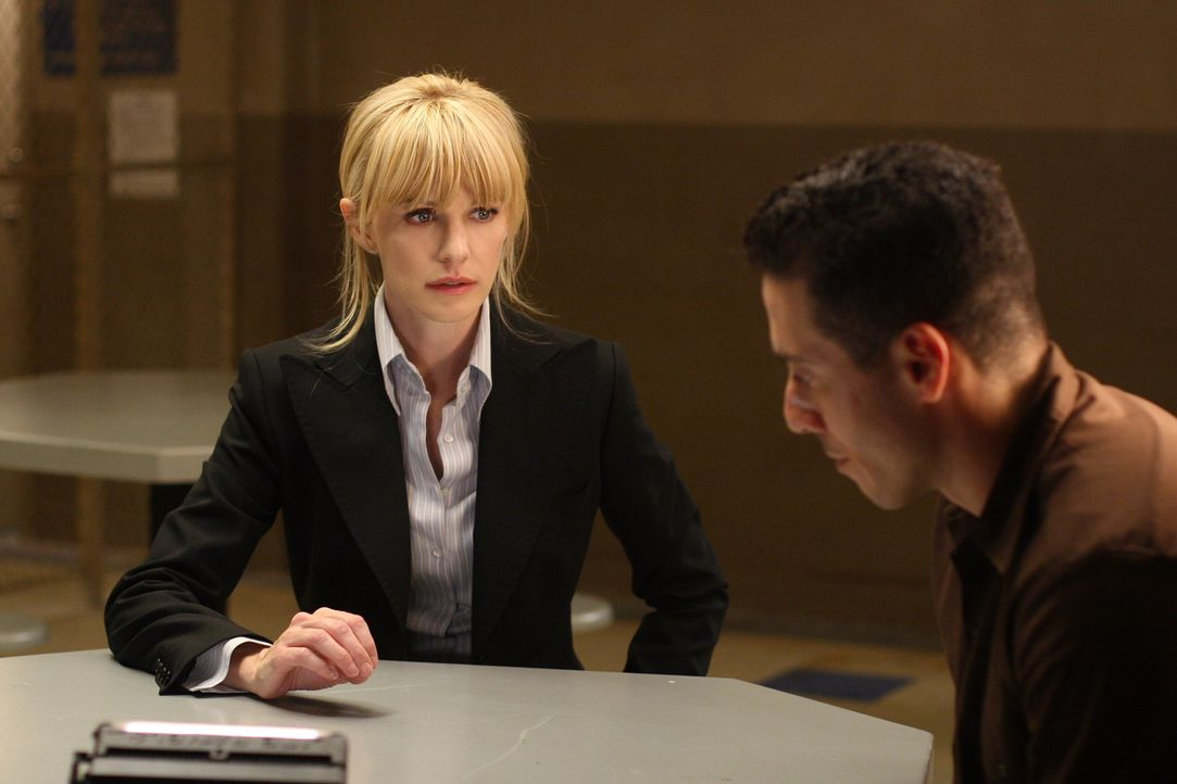 Bei ihren Ermittlungen findet Lilly Rush (Kathryn Morris, l.) heraus, dass während der Ermittlungen in einem Mordfall 1994 Spuren nicht verfolgt und... - Bildquelle: Warner Bros. Television