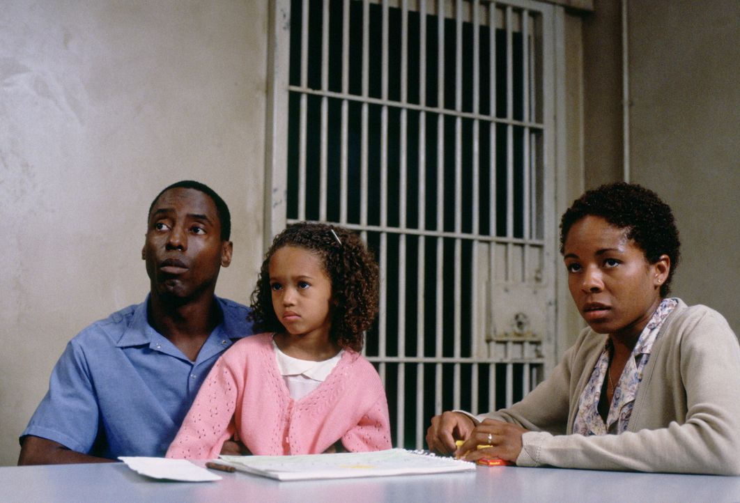 Haben ein schweres Schicksal zu ertragen: Frank Beachum (Isaiah Washington, l.), seine Frau Bonnie (Lisa Gay Hamilton, r.) und deren Tochter Gail (P... - Bildquelle: Warner Bros.