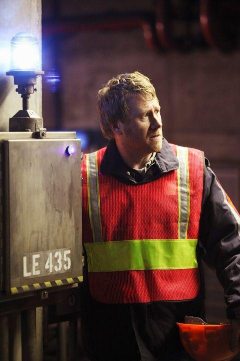 Arthur Sansone (Christopher May) wird zum Mord an einem Kollegen befragt. Hat er eine Idee, warum Len Lewitt sterben musste? - Bildquelle: 2010 American Broadcasting Companies, Inc. All rights reserved.