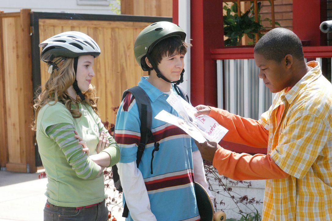 Der 13-jährige Calvin Wheeler (Kyle Massey, r.) ist ein verwöhnter Junge, für den nichts zählt außer Comics und Skateboards. Gemeinsam mit sein... - Bildquelle: The Disney Channel