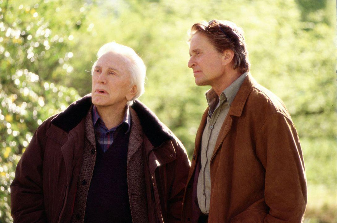 Sind untrennbar miteinander verbunden, - ob sie wollen oder nicht: Vater (Kirk Douglas, l.) und Sohn Gromberg (Michael Douglas, r.) ... - Bildquelle: Buena Vista International