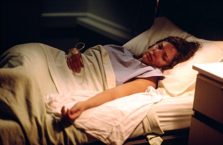 Für Jessica (Elizabeth Lackey) endet ein romantischer Ausflug im Krankenhaus ... - Bildquelle: Sony Pictures Television International. All Rights Reserved.