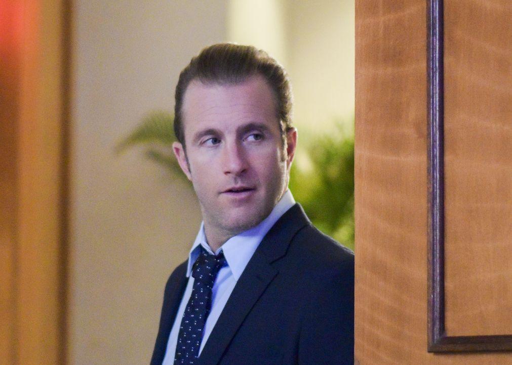 Danny (Scott Caan) springt kurzfristig für seine Ex-Frau als Aufsichtsperson bei Graces Schulball ein. Doch als plötzlich Terroristen den Ballsaal s... - Bildquelle: Norman Shapiro 2016 CBS Broadcasting, Inc. All Rights Reserved / Norman Shapiro