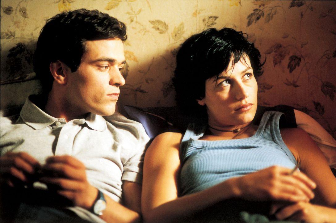 Schnell entwickelt sich zwischen Xavier (Romain Duris, l.) und Isabelle (Cécile De France, r.) eine sehr gute Freundschaft. Er ist auch der erste d... - Bildquelle: Tobis Film GmbH & Co. KG