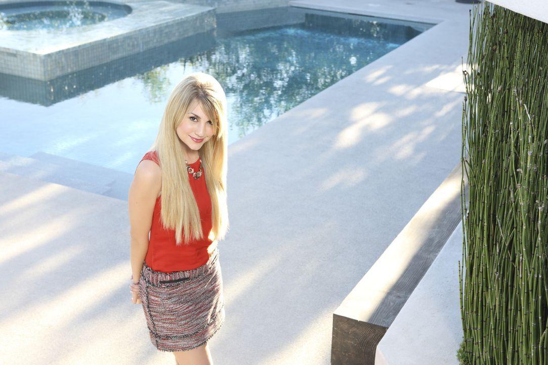 Das einzige, was Alexis (Chelsea Staub) mehr liebt als Designer-Klamotten, ist im Mittelpunkt zu stehen ... - Bildquelle: Disney