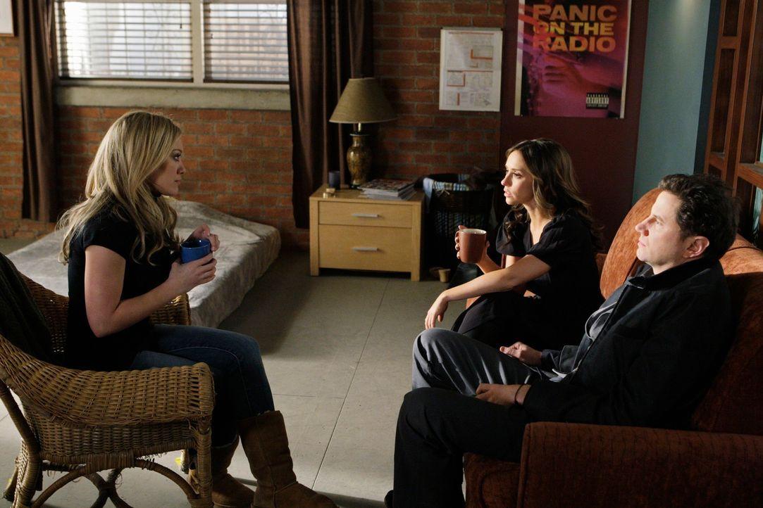 Langsam aber sicher rückt Morgan (Hilary Duff, l.) mit der ganzen Wahrheit heraus. Eli (Jamie Kennedy, r.) und Melinda (Jennifer Love Hewitt, M.) si... - Bildquelle: ABC Studios
