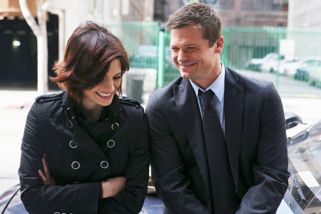 Über ihren Ex-Freund Will Sorenson (Bailey Chase, r.) versucht Kate Beckett (Stana Katic, l.) mit dem Mafioso Jimmy Moran in Kontakt zu kommen ... - Bildquelle: ABC Studios