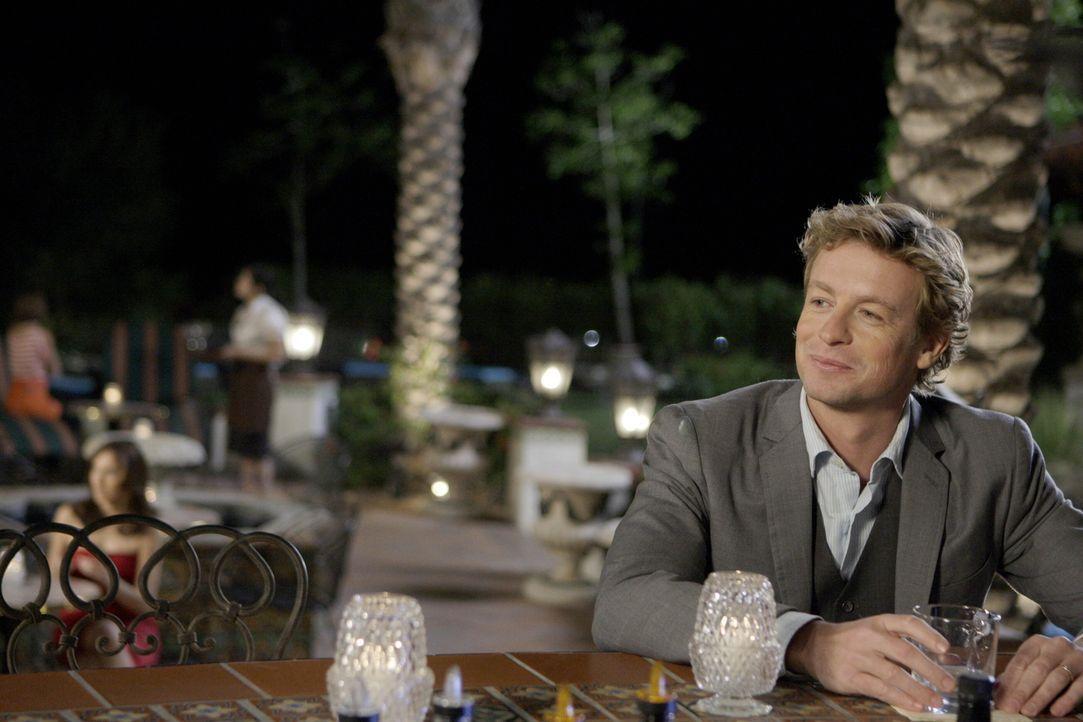 Nachdem Claire Wolcott ermordet in einem Hotelzimmer aufgefunden wurde, macht sich Patrick (Simon Baker) auf, den Täter zu überführen ... - Bildquelle: Warner Bros. Television